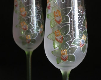 Wedding toasting flutes, champagne glasses, champagne flutes, green wedding, green orchid, personalized wedding gift, hand painted, set of 2