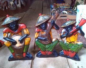 These craft is called instrument men, are you can see each one playing different instrument