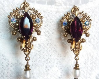 DUSKY PRINCESS. Romantic earrings Victorian style with brass and natural Pearl filigree.