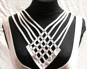White Diamond-Shaped Fashion Bib - JR09276