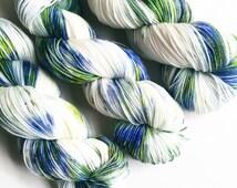 bluegrass / hand dyed yarn / superwash merino wool sock yarn / fingering yarn / 2 ply / blue grass green olive white yarn / speckle yarn