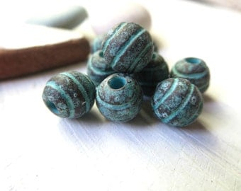 small Round metal beads, striped pattern, metal casting , with green patina finish on antiqued copper,  7 to 8 mm / 6  pcs  - 6am1227