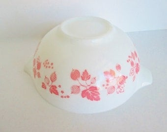Vintage Pyrex Pink Gooseberry Mixing Bowl Cinderella Syle with handle and spout medium size #443 pink retro kitchen bowl.