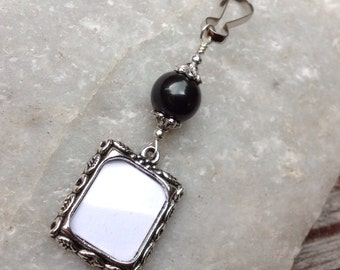 Wedding bouquet photo charm. Memorial photo charm- black or white shell pearl. Gift for a bride. Bridal bouquet wedding keepsake