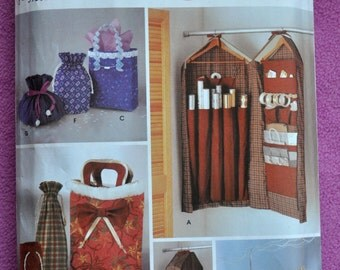Simplicity 5777 - Great DIY Christmas Gift Bags - Wrapping Paper Storage Station - Gift Hiding Xmas Ornaments - Lovely, Handy Gifts
