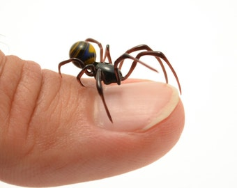 Tiny Thumbnail Spider (n4) - lampworked lifelike glass arachnid spider figurine made by Glass Artist Wesley Fleming