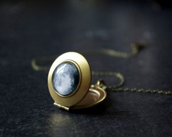 Custom Moon Locket - Personalised Moon Phase Necklace -  Full moon pendant locket - Secret locket