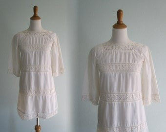 Gamine 60s White Mini Dress with Lace Insets - Vintage Romantic White Dress - Vintage 1960s Dress XS