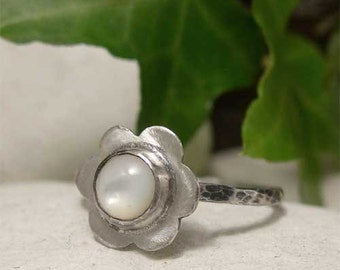 Mother of Pearl Ring, Sterling Silver Hammered Ring, White Stone Ring, Silver Flower Ring, Cabochon Ring, Gemstone Ring, Rustic Silver Ring