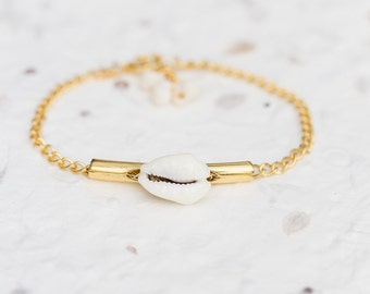 Cowry Shell Chain Bracelet Modern Minimalist gold chain sea shell friendship bracelet nautical jewelry beach minimal chic
