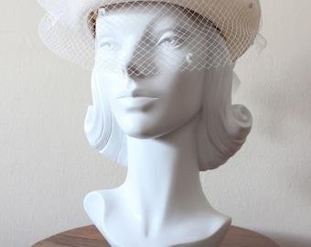 1980s Hat / Vintage White Straw Veiled Hat / Bridal Hat