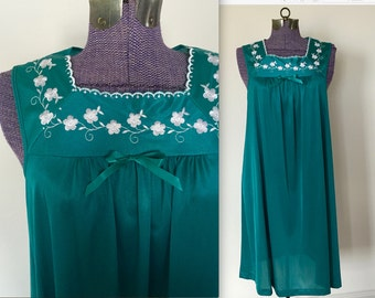 Vintage 1980s Vanity Fair Emerald Green Nighty - Medium