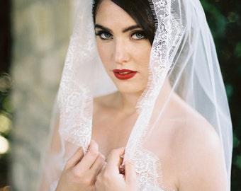 Lace Veil,Fingertip Veil, Ivory Lace Edged Veil, Lace Wedding Veil, Floral Lace Veil, Lace Edge Veil, Ivory Veil, Cathedral Veil, Cindee