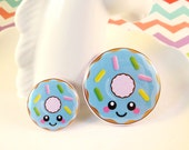 Blue Donut Badge 25mm 38mm, fun food badge, donut pin badge, cute button badge, happy doughnut badge, kawaii illustration badge