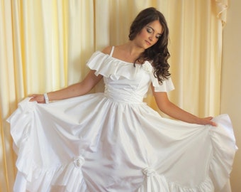 Vintage White 70s Hippie Frilly Flower Sexy Off The Shoulder Wedding Prom Debutant Formal Ball Gown Dress