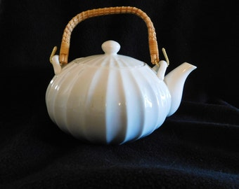 Otagiri Porcelain Teapot White Swirl Mint Condition
