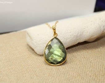 Labradorite Necklace, Bezel Set Pendant, Gold Filled, Green Flash, Labradorite Jewelry