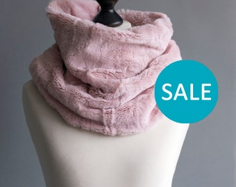 SALE Infinity scarf. Faux fur infinity scarf. Faux fur snood in pink rose. Faux fur neck warmer. Womens chunky scarf.