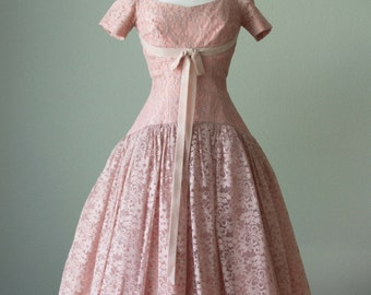 1950s Pink Lace Formal Prom Bridesmaid Dress // Pretty Neckline - Drop Waist - Demure // Medium // Fred Perlberg Dance Originals