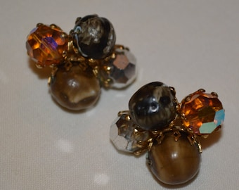 Vintage VOGUE signed cluster clip-on earrings brown, gold tone, irridescent colors