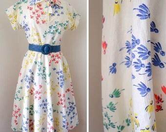 1940s Cream & red blue yellow Daisy print day dress / 40s cotton dolman sleeve full skirt - XS