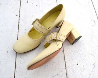 1960s Citations Yellow-Beige Mary Jane Heels, Size 8.5 AAA