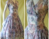 1950s Summer Dress / 50s Day Dress / Novelty Squiggle Print / Sheer Textured Nylon / Pink Grey / Full Skirt / XS Extra Small