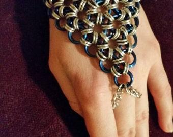 Chainmail hand flower, slave bracelet, hippie boho handflower, chainmaille fantasy bracelet, chain mail jewelery, ring bracelet, hand chain