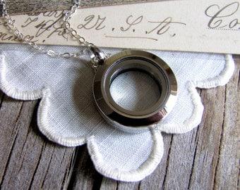 Glass Locket Silver Memory Locket Minimalist Necklace Keepsake Locket Silver Locket Photo Locket Maid of Honor Gift Bridesmaids Gift Wedding