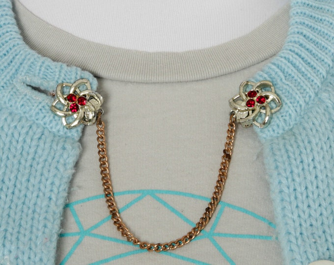 Vintage Sweater Clip Red Rhinestones Silver & Gold Tone Metal | 1950s Collar Clip Sweaterclip | 1960's Sweater Guard Cardigan Chain Jumper