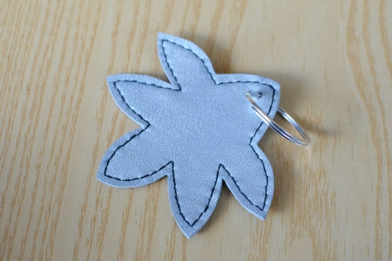 Leather keychain, leather keyring,leaf keychain,shapes keyring,leaves keychain,silver leaf keyring,silver keychain, flower shape