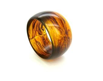 Chunky Brown Bracelet. Amber Lucite Bangle.  Wide Mod Swirled Whiskey & Smoke Plastic Jewelry. Vintage 1980s Statement