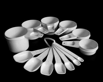 Tupperware Measuring Spoons Cups Complete Sets Flecked White Yellow