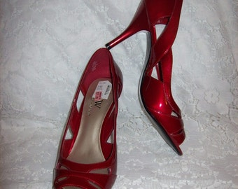 Vintage Ladies Candy Apple Red Strappy Peep Toe Pumps by Worthington Size 8 1/2 NOS Only 12 USD