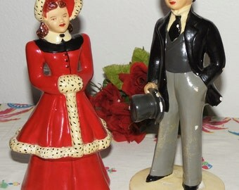 30s - 40s chalkware couple - victorian - winter dressed - figurines