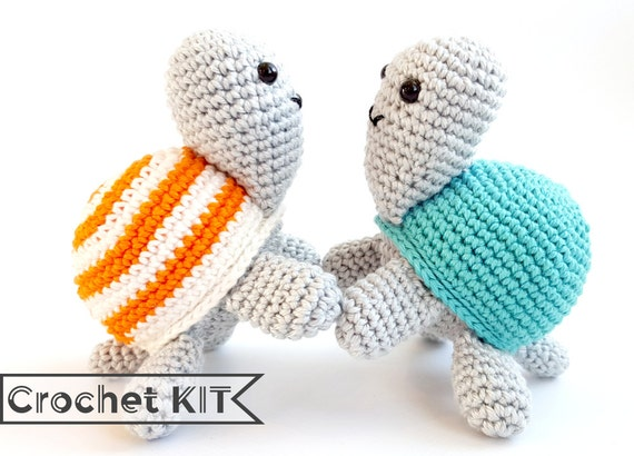 Crochet kit Tony Turtle Amigurumi toy DIY kit par Sugaridoo