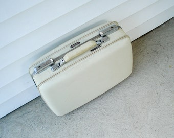 """White little suitcase - American Tourister - lilac lining - 15.5"""""""