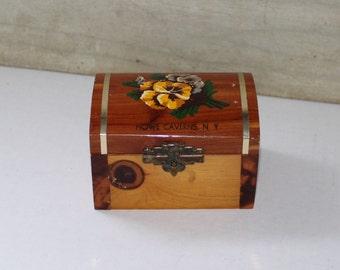 Wooden Cedar Box - Howe Caverns NY - Souvenir - Pansies - Trinket Box - Jewelry Box - Vintage - New York - Rustic - Home Decor - Decoupage