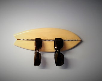 Sunglasses bungee organizer, Surfboard shaped, wall mounted