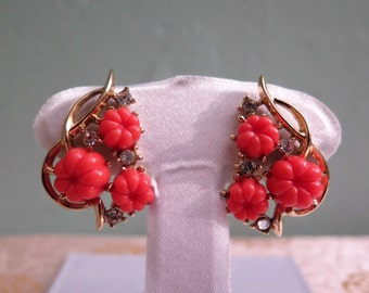 Trifari Pebble Beach Coral Earrings - Vintage Trifari Earrings - Crown Trifari Earrings - Faux Coral Earrings -
