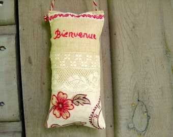 Welcome French door pillow guest room to say welcome to your visitors bienvenue means welcome