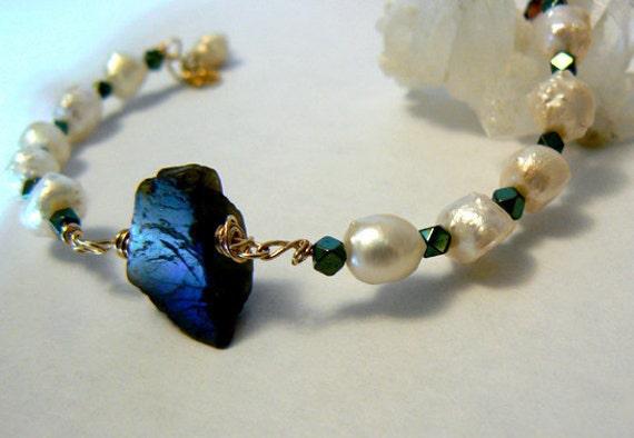 Flashy raw Labradorite pearls bracelet- Gold filled labradorite pearls bracelet- Freshwater pearls blue rough labradorite jewelry-Women gift