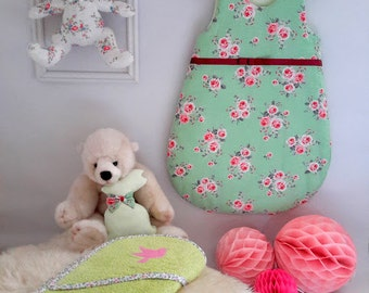 Winter baby sleeper for girl in cotton light green with dots - pink flower print- 0/6 month-hand made