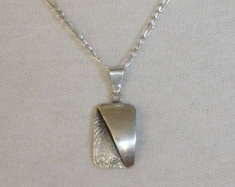 """Vintage 925 Sterling Silver Figaro 9"""" Chain with Sterling Silver Rectangular 2D Pendant"""