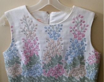 Vintage Embroidered crop top with zippered back