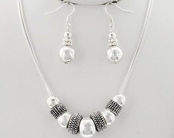 Simply Elegant Necklace Set