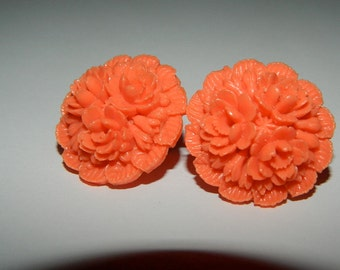 Vintage 1970s Faux Coral Floral Screw Back Earrings
