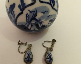 Vintage  Blue and White Delft Screwback Earrings