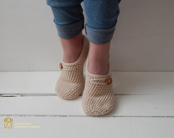 WOMANS SLIPPERS SOCKS. Crochet slippers. Knitted slippers. Home shoes. Hand knit wool slipper socks. Embellished knitted slippers