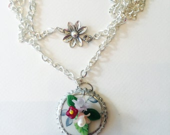 Flower and porcelain necklace